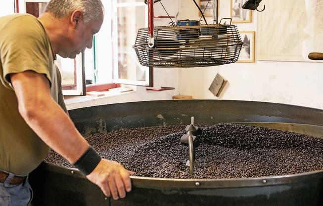 Viele Dietikerinnen und Dietiker riechen auch aus der Ferne, wenn im Caffè Ferrari Kaffee geröstet wird.