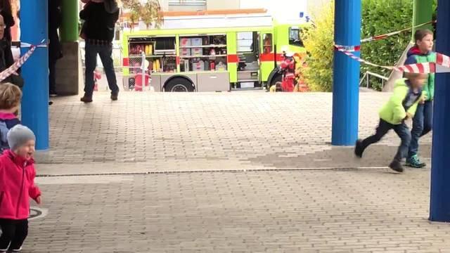 Feuerwehrübung Urdorf  Ausbildungschef Daniel Peter moderiert