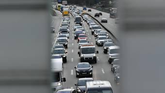 Der deutsche Feiertag führt zu Staus auf der Autobahn A2. (Symbolbild)