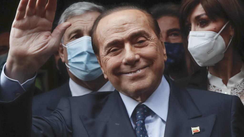 Der ehemalige Ministerpräsident von Italien, Silvio Berlusconi, vor ein paar Tagen bei der Ankunft in der Abgeordnetenkammer. Foto: Alessandra Tarantino/AP/dpa