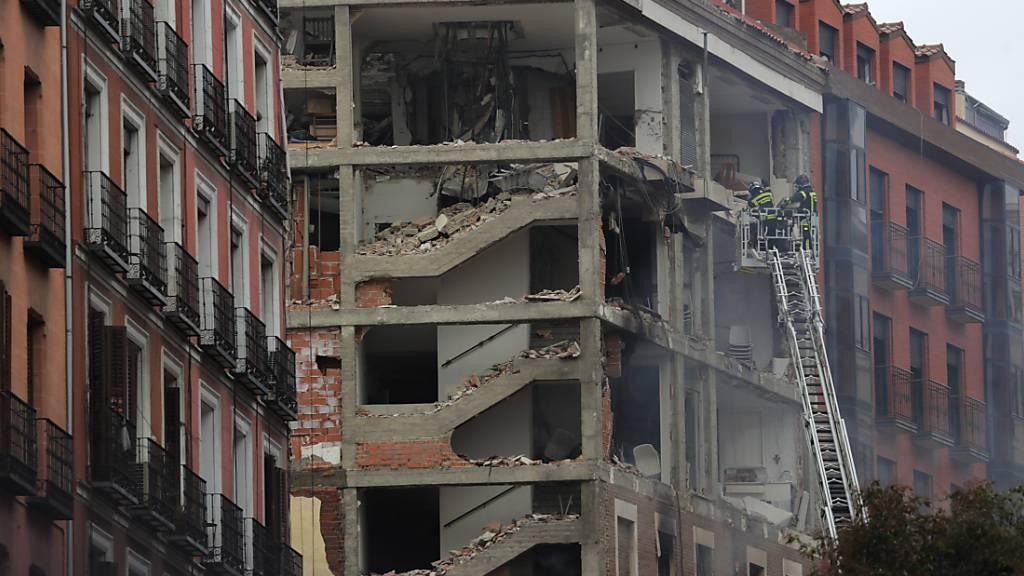 Mehrstöckiges Gebäude in Madrid bei Explosion zerstört