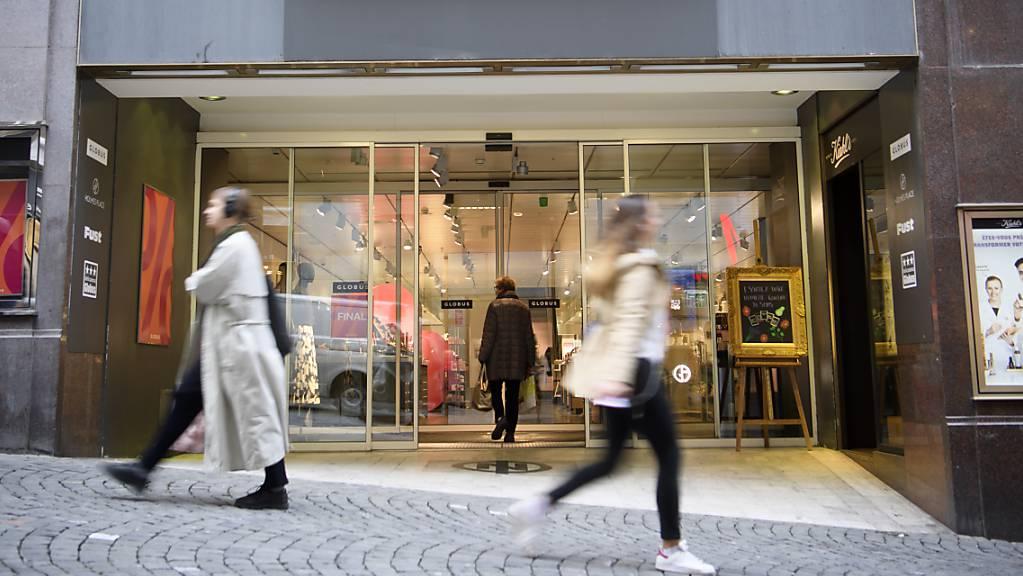 Die Warenhausgruppe Globus lagert ihr Gastronomie-Geschäft in den Warenhäusern an Drittpartner aus. Durch diesen Schritt fallen knapp 50 Stellen weg. (Archivbild)