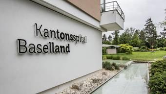 Am Unispital Basel werden ab heute nicht zwingende Operationen runtergefahren. Das Kantonsspital Baselland begann damit letzte Woche.