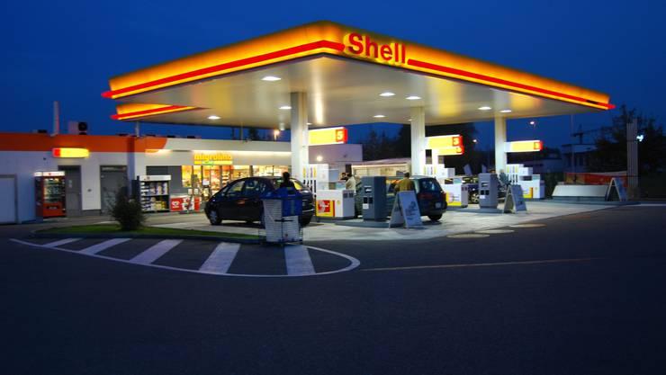 Die Tankstellen sollen länger offen haben dürfen, fordert der Bund. (sl)
