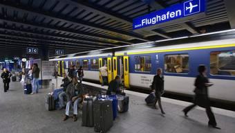 Laut Regierung soll der Bund für Flughafentransfers jeweils einen Nachweis verlangen.