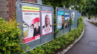 Wahlplakate im südlichsten elsässischen Wahlkreis bei Basel.