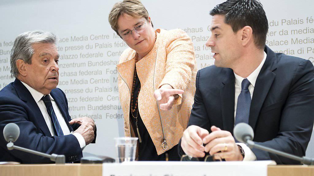 SVP-Nationalrätin und Ems-Chemie-Chefin Magdalena Martullo wirbt gemeinsam mit den Unternehmern Benjamin Giezendanner und Alberto Siccardi für ein Ja zur Selbstbestimmungsinitiative.