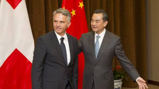 Aussenminister Burkhalter mit seinem Amtskollegen Wang Yi