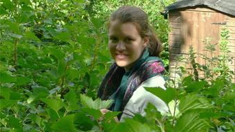 Andrea Knecht im Ferieneinsatz in einem verwunschenen und verwilderten Garten in Wales.