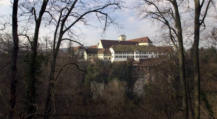 Das Kloster Mariastein thront über steilen Felsen.