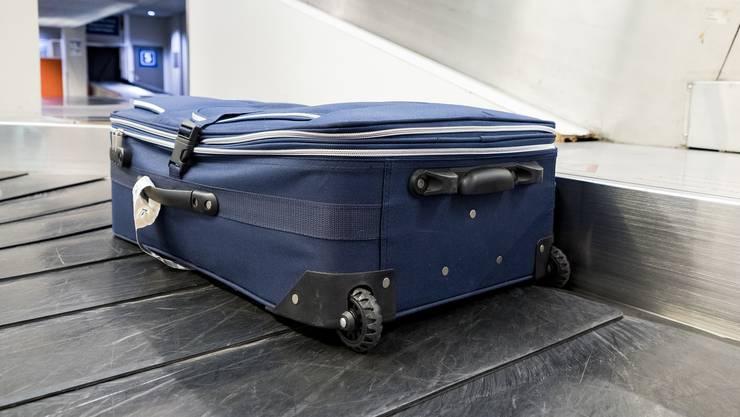 Was Reisende mit ihren Koffern nicht alles erleben.