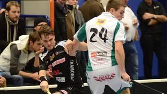 Daniel Baumann (links) versucht sich an Wilers Olivier Hirschi vorbei zu mogeln. pin/OT