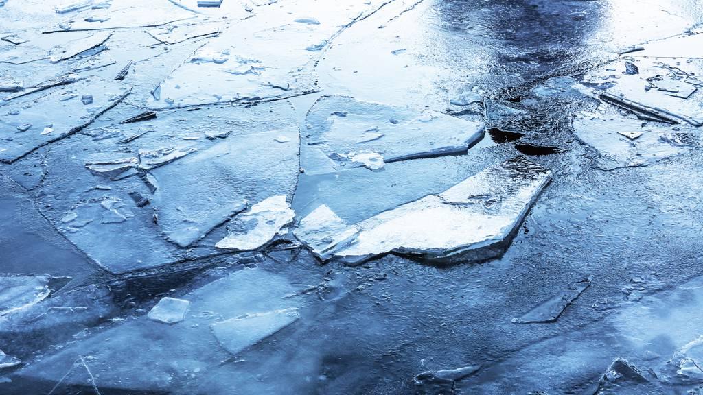 29-Jähriger bricht in zugefrorenen Weiher ein und stirbt