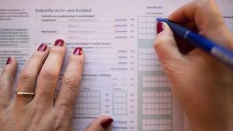 Die Initiative würde nach Ansicht des Nein-Komitees ausserdem dafür sorgen, dass eine zunehmende Anzahl von Personen keine Einkommenssteuern mehr bezahlen müsste.  (Themenbild)