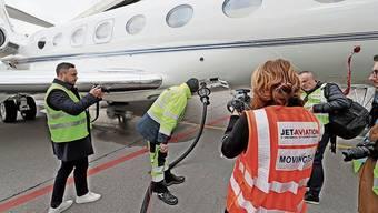 Ein Geschäftsflugzeug wurde mit dem Sustainable Aviation Fuel betankt.