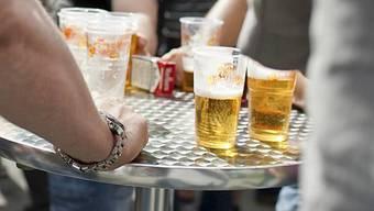 Die Schweizer lieben Bier (Symbolbild)