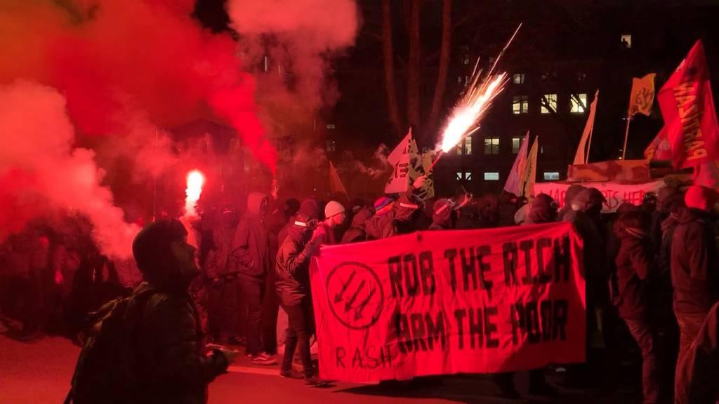 Anti-WEF-Demo: Polizist durch Petarde am Auge verletzt
