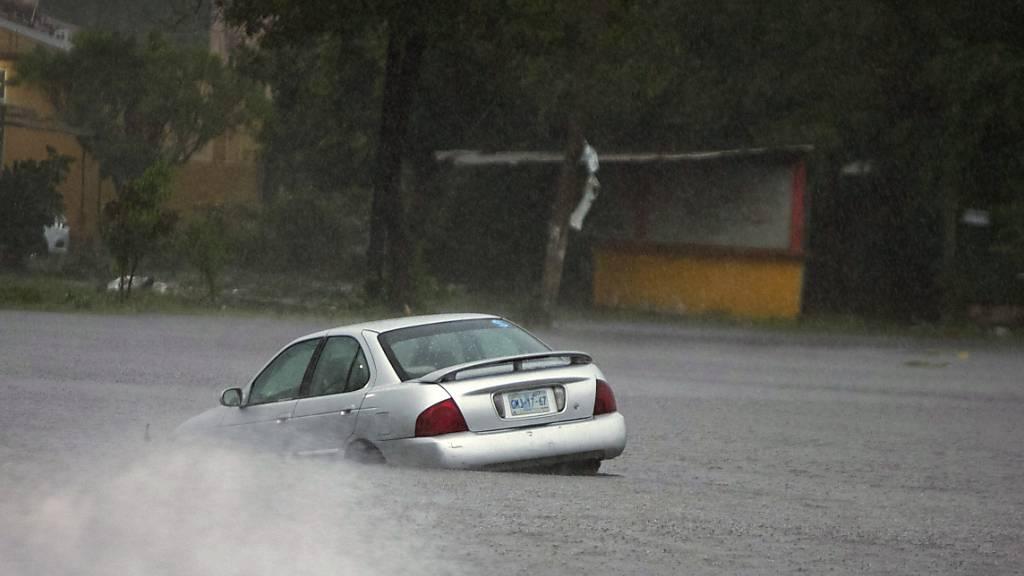 «Rick» trifft in Mexiko auf Land - Abschwächung zu Tiefdruckgebiet