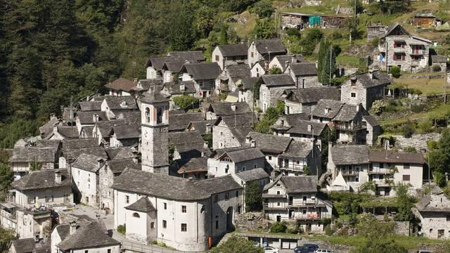 Sieht nach mehr aus: 16 Stimmberechtigte leben in Corippo, der kleinsten Gemeinde der Schweiz (Archiv)