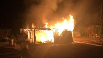 Der Hühnerstall in Reinach brannte komplett aus.