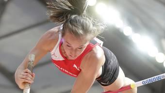 Nicole Büchler fliegt in dieser Hallensaison hoch hinaus