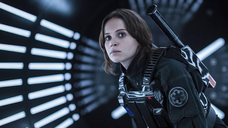 """Felicity Jones als Jyn Erso in """"Rogue One: A Star Wars Story."""" Der Film beschert Disney die Rekord-Jahresbilanz von über 7 Milliarden Dollar Umsatz. (Archivbild)"""