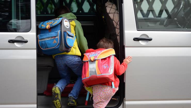 Kinder sollen nicht zu fremden ins Auto steigen. (Symbolbild)