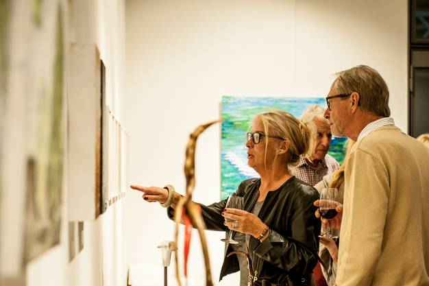 """An der Jubiläumsausstellung """"Höhepunkte"""" in der Galerie Anixis gibt es Kunstwerke verschiedenster Art zu sehen."""