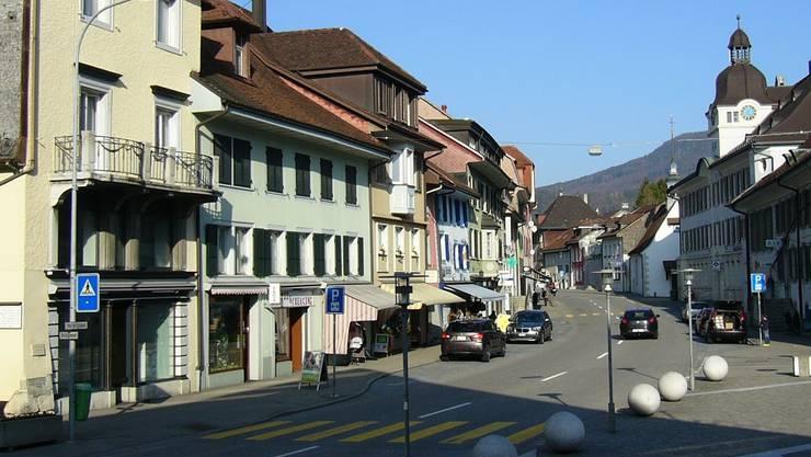 Aus dieser Perspektive muten die Häuserzeilen an der Herrengasse respektive Kantonsstrasse kleinstädtisch an. pwb
