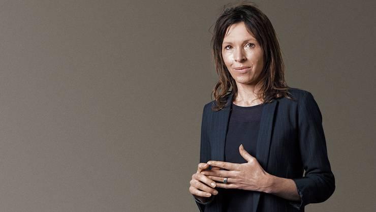 Rachel Cusk ist 1967 in Kanada geboren und lebt heute in England. Liebe, Ehe, Scheidung, Mutterschaft: In ihren Romanen packt sie die grossen Themen an.