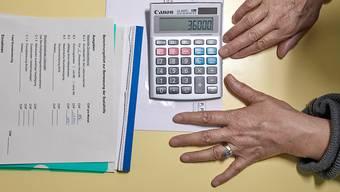 Gewisse Aargauer Gemeinden verlangen, dass Sozialhilfebezüger ihre Schulden mit der Altersvorsorge begleichen. (Symbolbild)