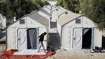 Ikea-Flüchtlingshäuser, wie hier auf der griechischen Insel Lesbos, sollen im Aargau in geheizten Hallen stehen.