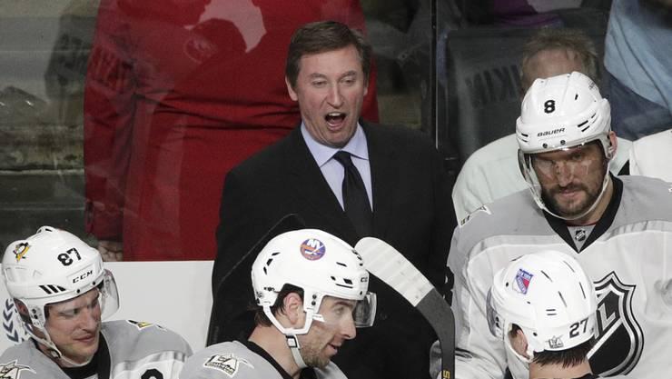 Wayne Gretzky (Mitte) fand die richtigen Worte
