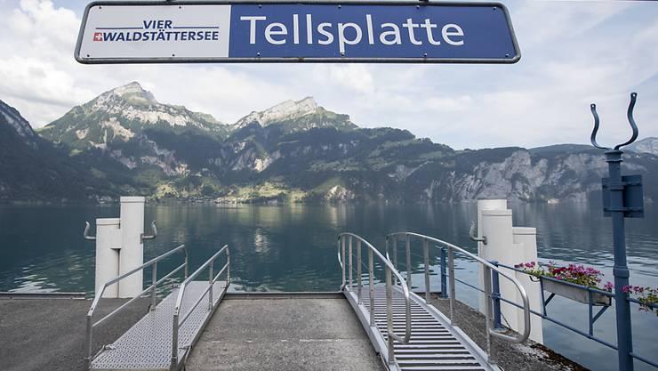 """Der Schiffssteg """"Tellsplatte"""" in der Gemeinde Sisikon am Vierwaldstättersee kann mit Urner Kantonsgeld saniert werden. (Archivbild)"""