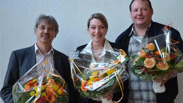 Das neue Büro des Parlaments in Schlieren: Pascal Leuchtmann (Präsident, SP), Priska Randegger (1. Vizepräsidentin, FDP) und Daniel Tännler (2. Vizepräsident, SVP).