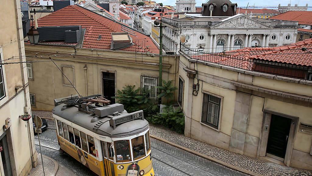 Wegen einer besorgniserregenden Ausbreitung der Delta-Variante des Coronavirus ist Lissabon für zweieinhalb Tage abgeriegelt. Foto: Pedro Fiuza/ZUMA Wire/dpa