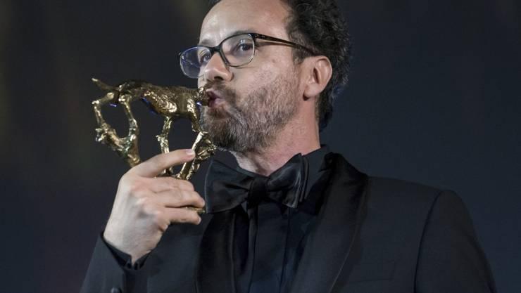 Der abtretende Direktor vom Filmfestival von Locarno, Carlo Chatrian, ist am Samstagabend mit einem Spezial-Leoparden geehrt worden.