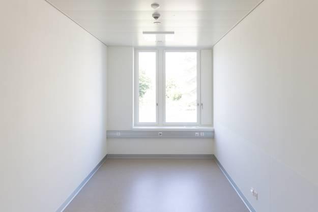 Die Fenster der meisten Untersuchungszimmer sind gegen den Innenhof gerichtet.
