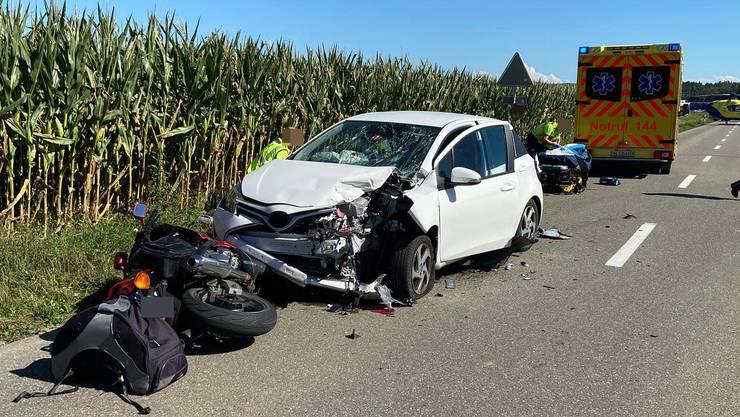 Die Töff-Fahrerin erlitt schwere Verletzungen.