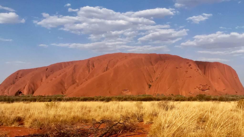 Der Uluru, 348 Meter hohen Felsen mitten in der australischen Wüste, der früher unter dem Namen «Ayers Rock» bekannt war.