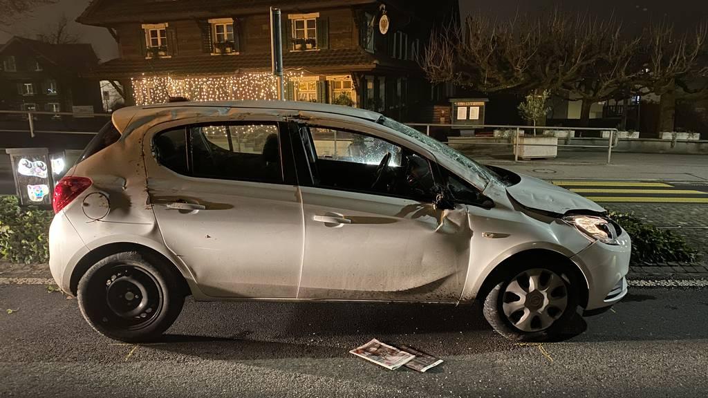 Das Auto wurde durch die Spritzfahrt stark beschädigt.