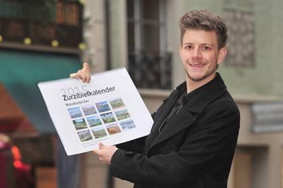 Andreas Güntensperger mit seinem neuen Zurzibiet-Kalender. Er ist in Bad Zurzach aufgewachsen.
