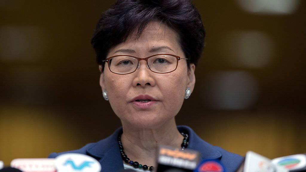 Die Hongkonger Regierungschefin Carrie Lam gerät wegen des umstrittenen Auslieferungsgesetzes auch in den eigenen Reihen unter Druck. (Archiv)