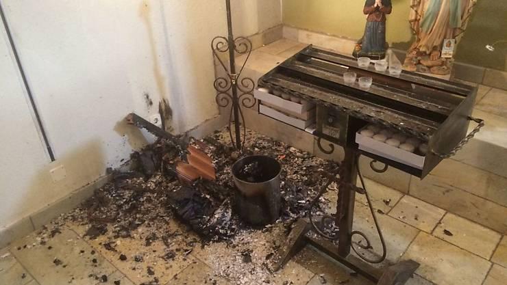 Ein Teil des Tisches sowie das Evangelium wurden bei einem Vandalenakt in einer Kirche im Unterwalliser Ort Chalais stark beschädigt
