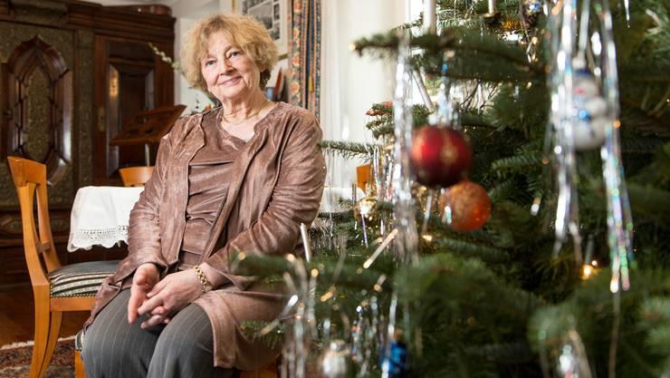 Marianne Tribaldos hat den Christbaum bereits geschmückt und freut sich auf den Besuch der Familie.