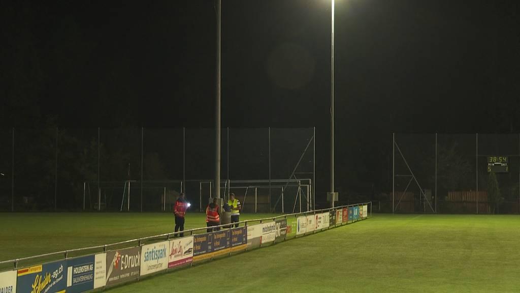 Blitz schlägt in Fussballfeld ein: 14 Jugendliche verletzt
