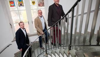 Stadtrat Michael Ganz, Daniel Siegrist (Coop Rechtsschutz) und Kurt Röthlisberger benutzen die Treppe statt des Lifts.Archiv/Efu