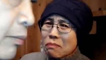 Liu Xia (rechts) reagiert auf den Besuch