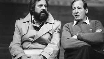 Januar 1985: Paul Wolfisberg (links) verfolgt als Nationaltrainer eine NLA-Partie in Zürich