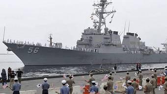 Ein US-Zerstörer vor Beginn des Seemanövers